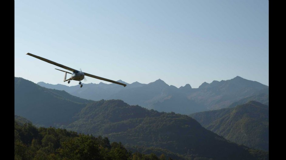 a small microlight flight over the mountains